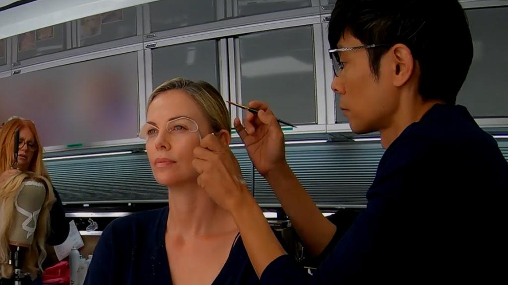 [밤쉘-세상을 바꾼 폭탄선언]샤를리즈 테론 '메긴 켈리' 변신 영상